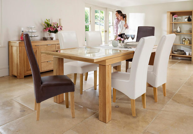 Willis & Gambier Maze extending table and four Fletton chairs
